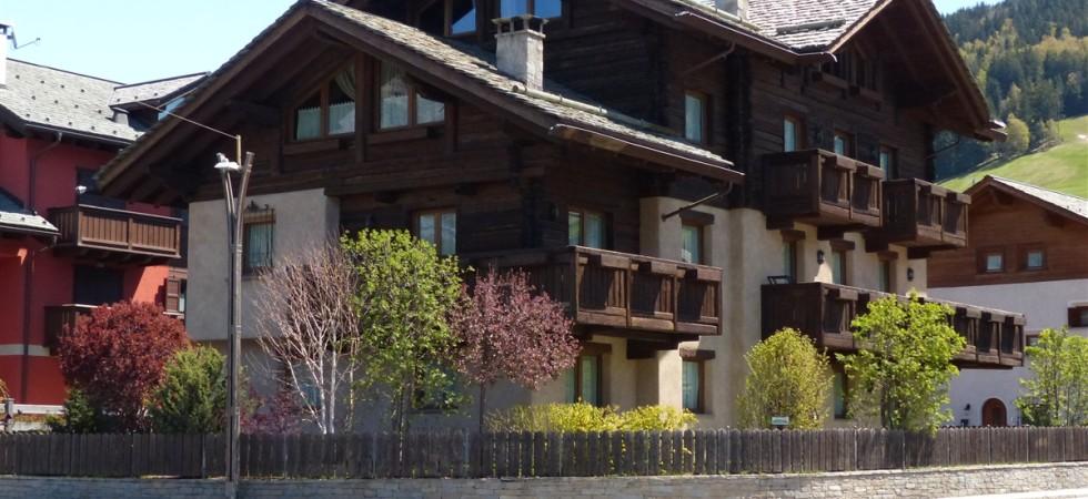 In vendita a Bormio, quadrilocale con balcone zona funivia