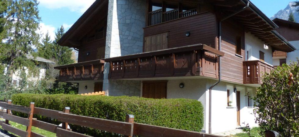Appartamento in villa privata, primo piano con giardino comune