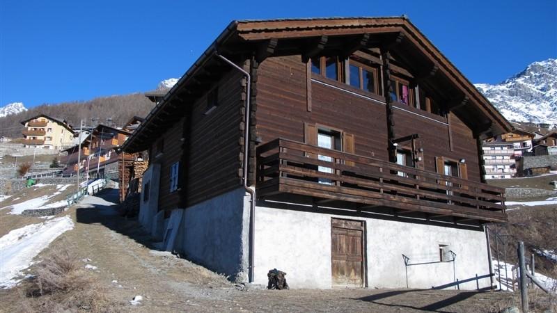 A Madonna dei Monti, porzione di chalet con 2 appartamenti seminuovi