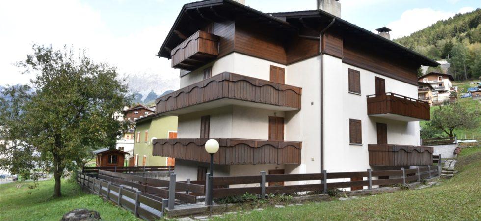 Appartamento in vendita, in zona tranquilla a Valdisotto.