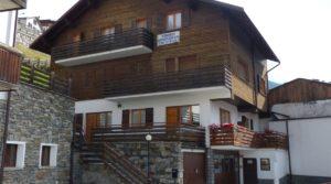 A Valfurva, località Madonna dei Monti, mansarda con balcone