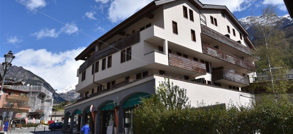 Bilocale centrale e luminoso con balcone e panorama mozzafiato.